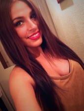 anna-hot-burnette-hostess-girl-budapest-kraft-clubbing-02.jpg
