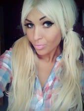 zsanett-blond-girl-hungarian-party-hostess-04.jpg