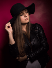monika-brunette-yound-partyhostess-lady-04.PNG