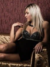 Vivien-blonde-hungarian-party-hostess-girl-03.jpg
