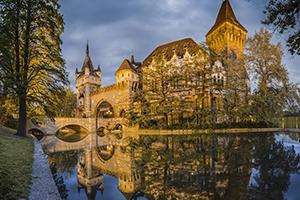 Budapest-partyhostess-Vajda-Hunyad-castle
